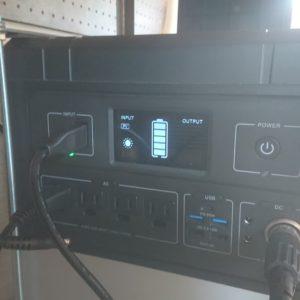 ハイエースを車中泊車に改造して積み込んだポータブル電源はコレ!